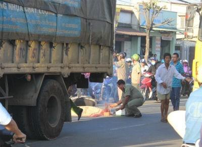 Nữ sinh lớp 11 bị xe tải cán chết trên đường đi học