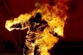 Vợ tạt xăng đốt chết chồng