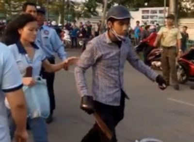 Nữ công nhân bị chém trước cổng công ty