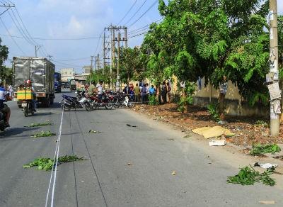 Nghi vấn người đàn ông bị xe tông chết, bỏ mặc trên đường