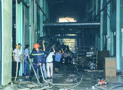 Cháy lớn tại công ty sản xuất gỗ ở Bình Dương