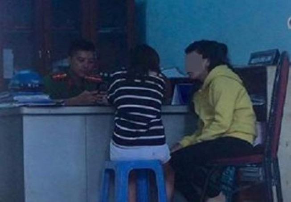 'Hiệp sĩ' giải cứu 2 thiếu nữ bị bán vào quán cà phê ôm