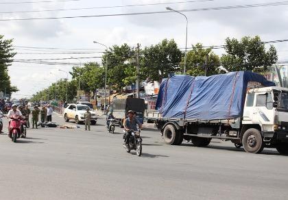 Va chạm giao thông, cụ ông bị xe tải cán chết