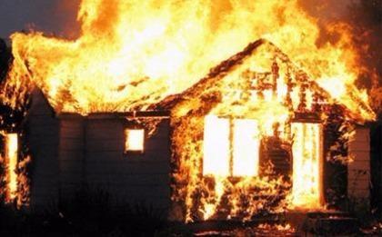 Dùng xăng đốt quán, vợ chồng 'hờ' bị bỏng nặng