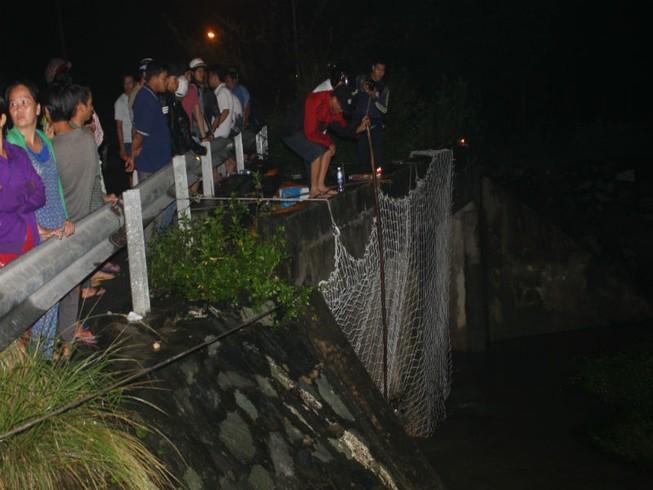 Căng lưới cách hiện trường 3 km để tìm kiếm bé trai
