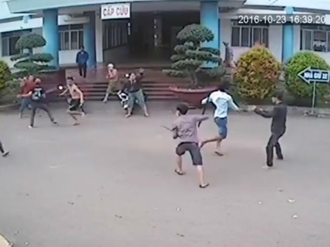 Hàng chục thanh niên truy sát tại bệnh viện