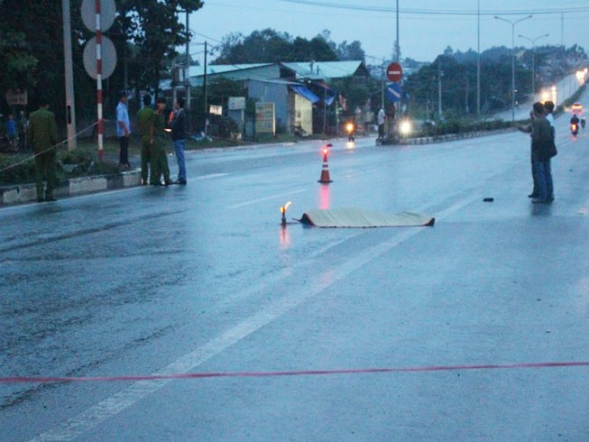 Phát hiện thi thể nam thanh niên nằm giữa đường