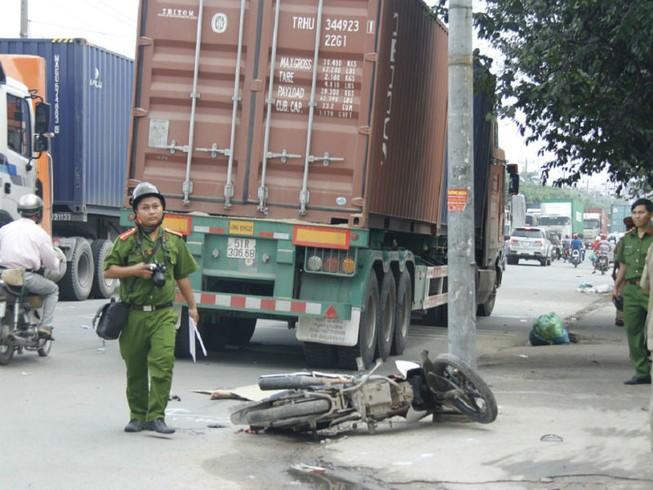 Người đàn ông 39 tuổi bị container cán tử vong