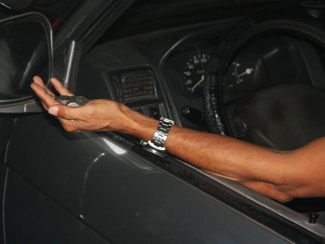 Tài xế dùng tiền xu qua trạm BOT tránh Biên Hòa