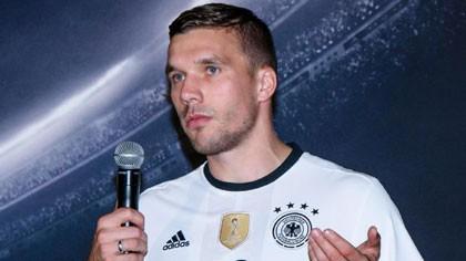 Lukas Podolski rụt rè quyết định tương lai