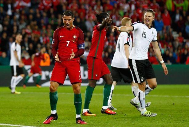 Những biểu hiện 'lạ lùng' của Cristiano Ronaldo trong trận gặp Áo