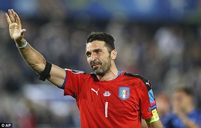 Buffon bật khóc sau khi thua Đức ở loạt đá luân lưu cân não