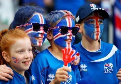 Fan Iceland phải mua áo cổ vũ từ Anh trong trận gặp Pháp