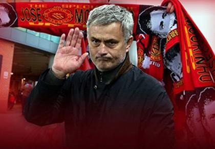 Mourinho trở lại Manchester, chính thức bắt tay vào công việc
