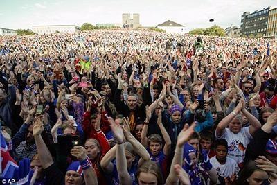 Người dân Iceland đón đội bóng trở về như những người hùng