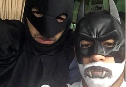 Ký hợp đồng khủng với Barcelona, Neymar 'hóa'... Batman