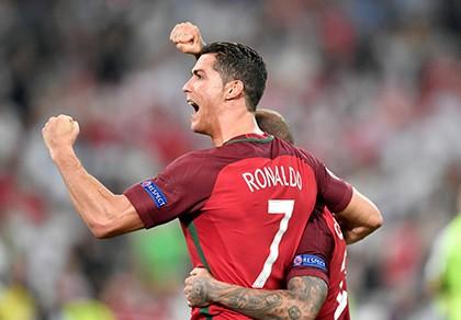 Cristiano Ronaldo: 'Chiếc cup Euro nữa là hoàn hảo!'