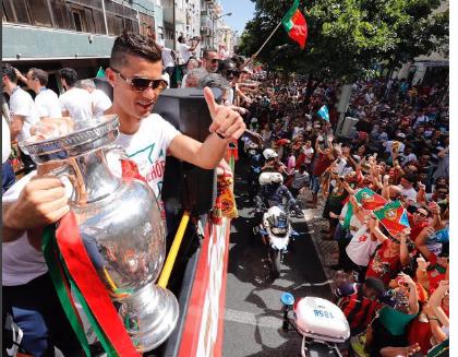 Choáng váng với dàn siêu xe của Cristiano Ronaldo