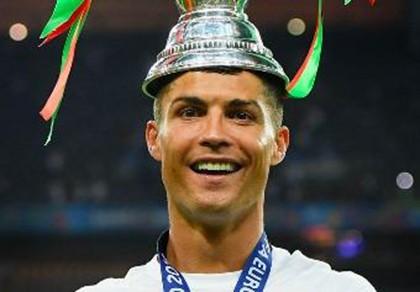 Ronaldo lại xuất hiện và 'ghi bàn'