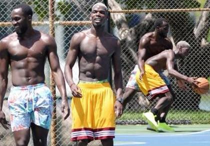Tương lai bất định, Paul Pogba chơi... bóng rổ giải sầu