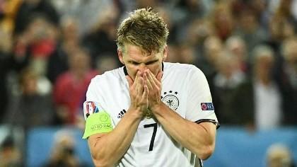 Schweinsteiger chia tay tuyển Đức
