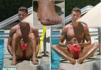 Ronaldo lại lộ ảnh… sơn móng chân