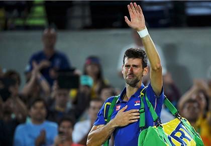 Thua sốc ngay trận đầu tại Olympic, Novak Djokovic khóc nức nở
