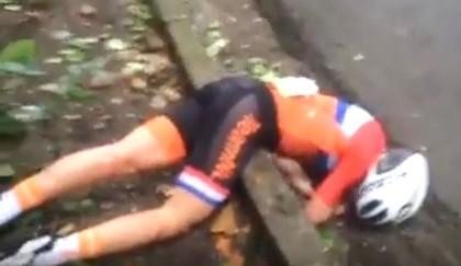 Gần giành HCV Olympic, cua-rơ nữ bị tai nạn khủng khiếp
