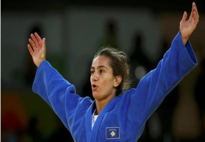 Cô gái vàng Kosovo đối diện án phạt