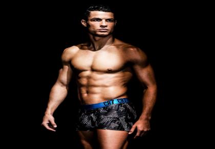 """Ronaldo khoe thân hình """"vạn người mê"""" trong BST đồ lót mới"""
