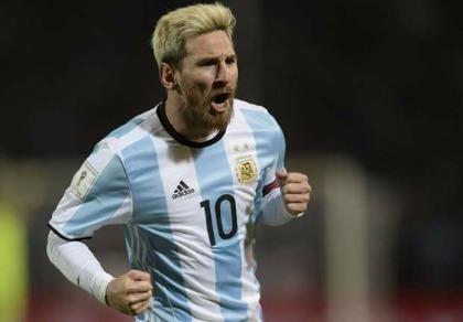 Argentina 1-0 Uruguay: Messi trở lại và ghi bàn ngoạn mục