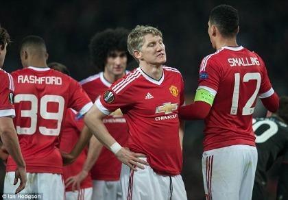 Mourinho loại Schweinsteiger khỏi danh sách tham dự Europa League