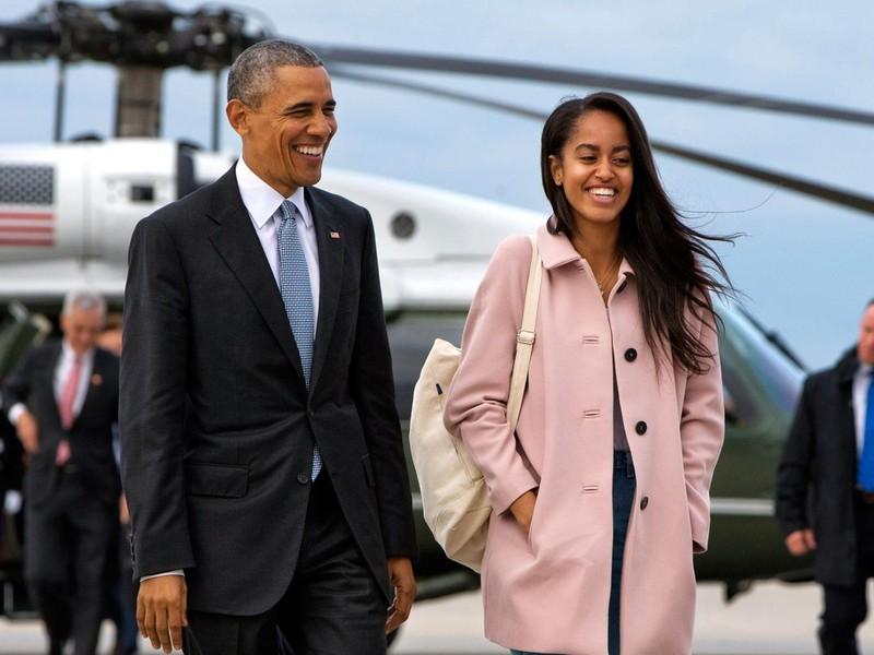Con gái rượu ông Obama nổi đóa với các fan - ảnh 1