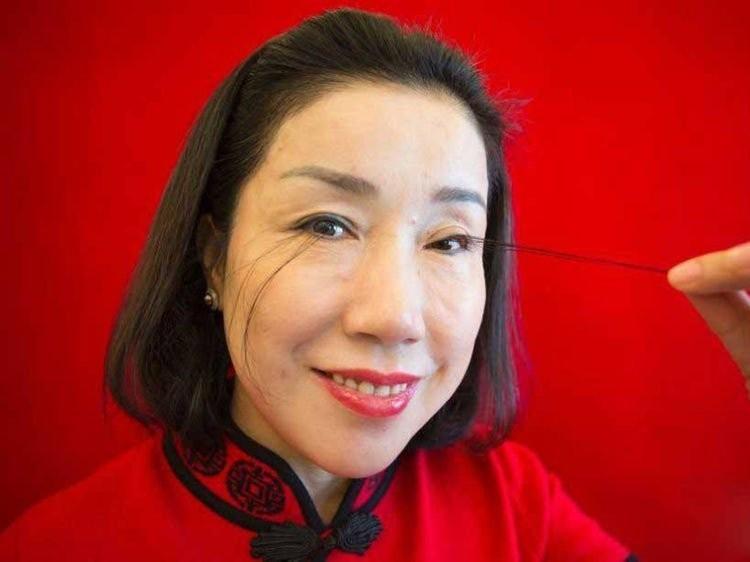 Choáng với phụ nữ có lông mi dài đến 12,4 cm - ảnh 1
