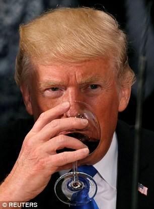 Bí mật bên trong ly rượu của Tổng thống Trump - ảnh 3