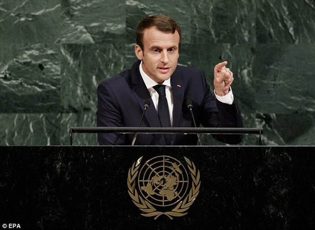 Tổng thống Pháp sẽ cấm chọc ghẹo sỗ sàng phụ nữ - ảnh 1