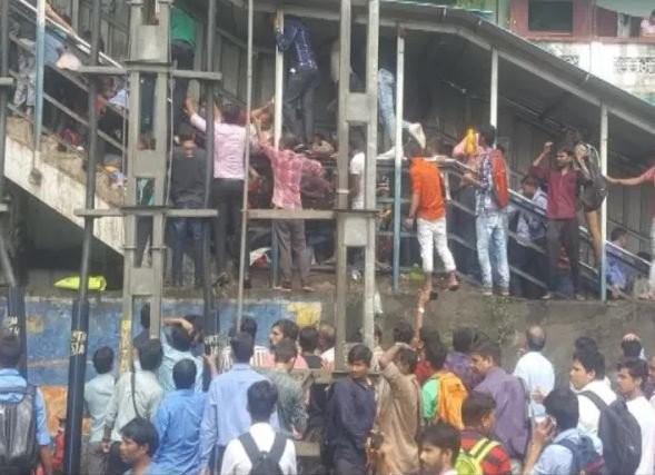 Giẫm đạp tại ga tàu Ấn Độ, ít nhất 21 người chết - ảnh 1