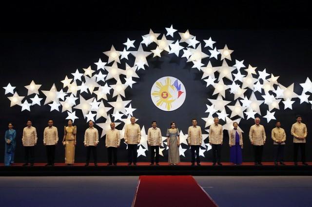 Ông Trump mặc trang phục truyền thống của Philippines - ảnh 4