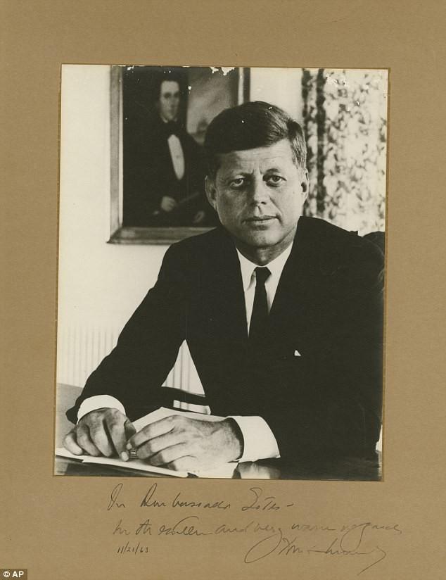 Chữ ký cuối cùng của ông Kennedy được rao bán giá khủng - ảnh 1