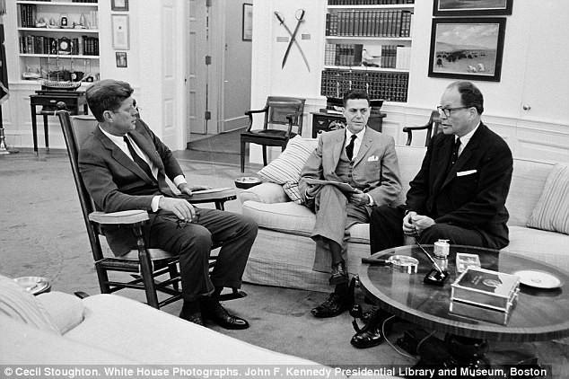 Chữ ký cuối cùng của ông Kennedy được rao bán giá khủng - ảnh 2