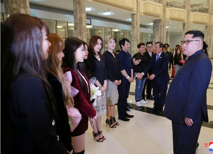 Ông Kim Jong-un phấn khởi nghe nhạc K-pop - ảnh 3