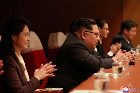 Ông Kim Jong-un phấn khởi nghe nhạc K-pop - ảnh 2