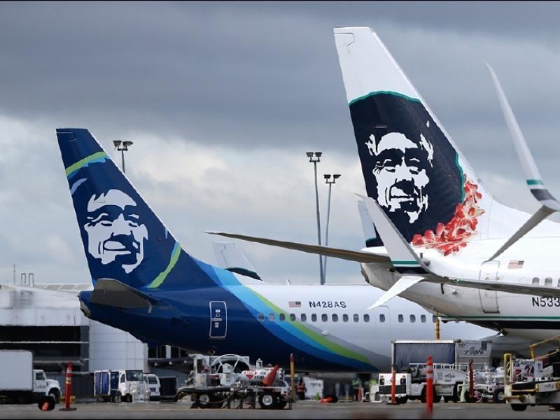 Máy bay náo loạn vì nam hành khách lột đồ chạy rông  - ảnh 1
