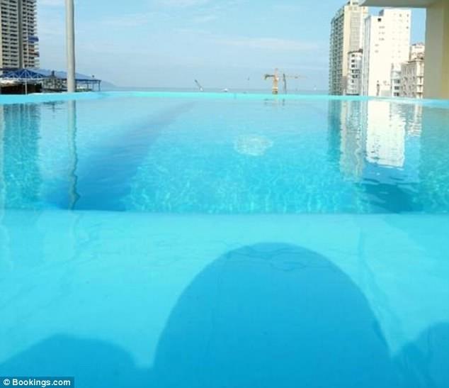 Du khách 'té ngửa' với mánh quảng cáo hồ bơi khách sạn  - ảnh 2