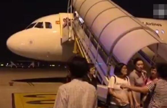 Máy bay Trung Quốc đến Việt Nam quay đầu vì nứt kính buồng lái - ảnh 2