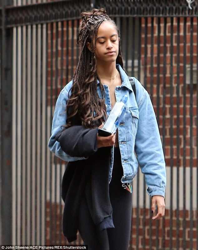 Con gái ông Obama gây sốc với diện mạo mới - ảnh 1