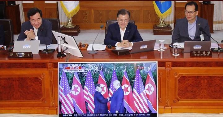 Phản ứng của người dân trước cái bắt tay Trump-Kim - ảnh 5