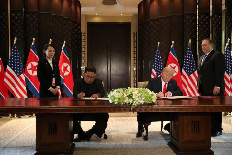 Chùm ảnh: Những khoảnh khắc lịch sử của ông Trump và ông Kim - ảnh 14