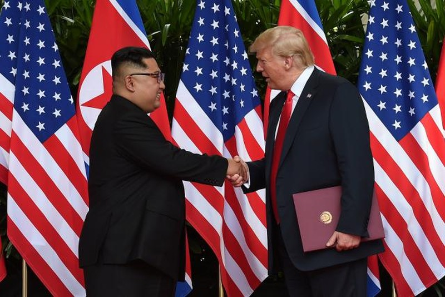 Chùm ảnh: Những khoảnh khắc lịch sử của ông Trump và ông Kim - ảnh 15
