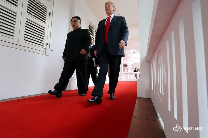 Chùm ảnh: Những khoảnh khắc lịch sử của ông Trump và ông Kim - ảnh 7